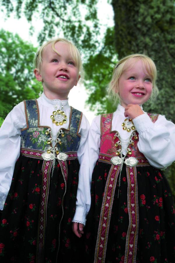 Barnebunad til jente Åmli/Aust-Agder