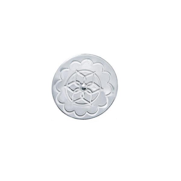 Flat knapp i sølv til Gråtrøye