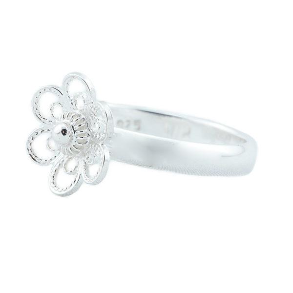 Ring til bunad med blomst i hvitt sølv