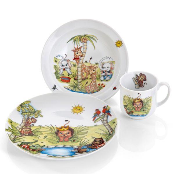 Sett med 3 deler porselen til barn. Består av kopp, dyp tallerken og arsjett med dyremotiv