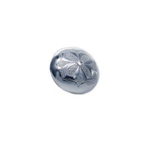 Gravert knapp liten i oksidert sølv med blomst